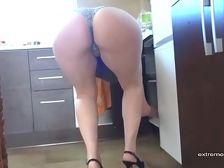 Upskirt video of my Aunt