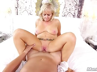 blonde bombshell cums over and over
