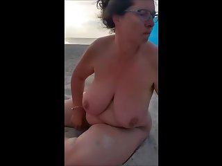 sexy mature bbw pisses at beach